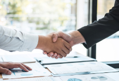 Colleagues shake hands to agree a business partnership